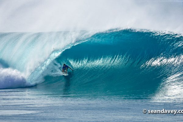 SD / Reef Macintosh Surfing Pipeline